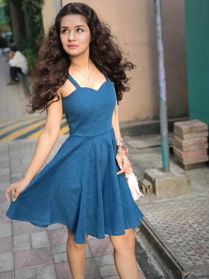 Avneet Kaur HD Images And Pictures In Blue Color Dress