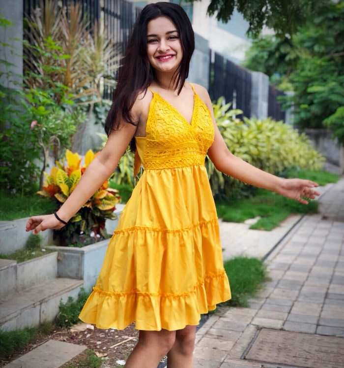 Avneet Kaur HD Images And Pictures In Yellow Color Dress