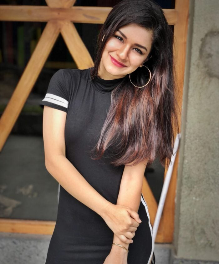 Avneet Kaur HD Images And Pictures In Black Color Dress - Wiki, Age, Biography, Boyfriend, Net Worth