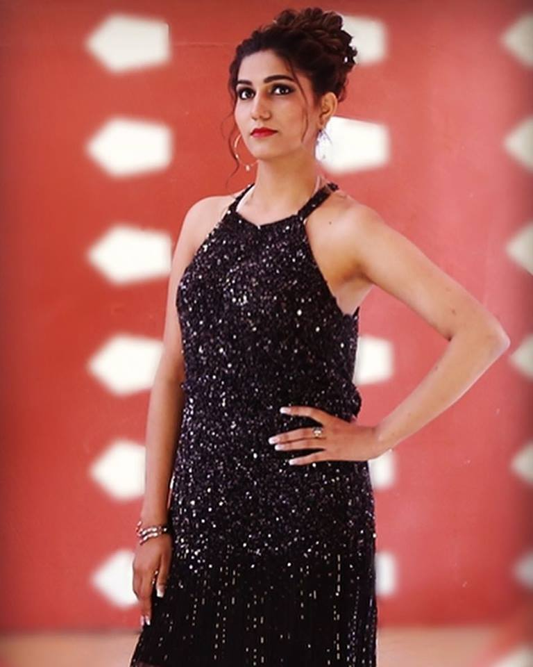 Sapna Choudhary Hd Photos & Pictures In Black Dress